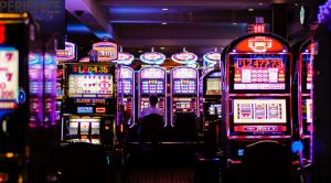 Esitelty kuva 3 parasta kasinopelien esittävää seikkailupeliä joita suomalaiset rakastavat pelata 300x166 - Esitelty-kuva-3-parasta-kasinopelien-esittävää-seikkailupeliä,-joita-suomalaiset-rakastavat-pelata